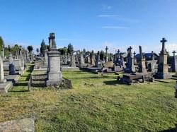 Travaux d'enherbement des allées des cimetières communaux